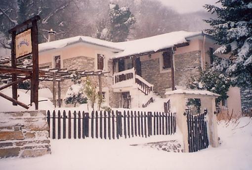 Der er masser af sne i de græske bjergområder i vintertiden .